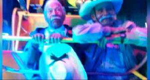 VIDEO: Abuelitos reviven su infancia; se suben a juego mecánico