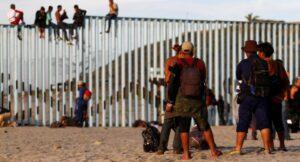 EEUU reinicia las solicitudes de asilo para los migrantes que esperan en México