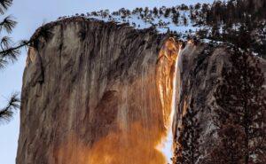 Cascada de fuego, el fenómeno natural que pasa cada año (VIDEO)