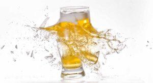 Sacrilegio: Tiran cerveza en Alemania porque no hay bares abiertos