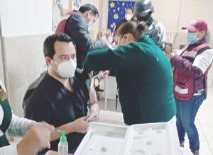 NUEVO LAREDO: Reciben segunda dosis trabajadores de la salud