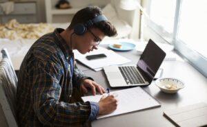 Estudiar EN VIVO; una tendencia en YouTube que cobra popularidad