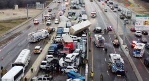 'Hielo negro', probable causa del choque masivo de vehículos en Forth Worth