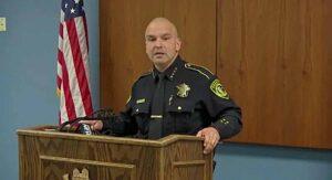 Jefe de Policía de Texas falsifica su acta de matrimonio para engañar a dos amantes