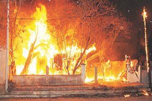 Incendio consume vivienda de madera