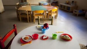 Cae maestra por abusar de 5 niños; se operó para que no la reconocieran