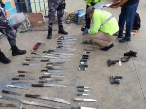 Mueren más de 50 en cárceles de Ecuador tras violentos motines