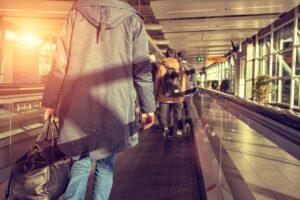 Así serán las multas que pondrá EU a viajeros sin cubrebocas