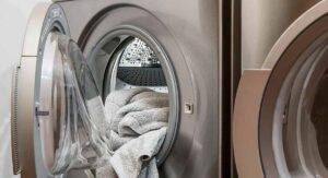 Niño muere tras meterse en una lavadora poco antes de que la encendieran