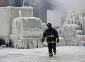Ola de frío polar deja al menos 12 muertos y a millones sin luz en EU