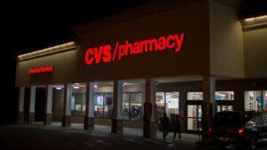 Arranca Estados Unidos vacunación contra Covid-19 en farmacias