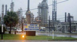 Frío extremo cierra las refinerías de Texas y golpea industria energética