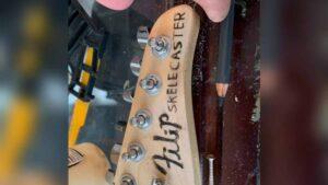 Rockero diseña guitarra con el esqueleto de su tío fallecido