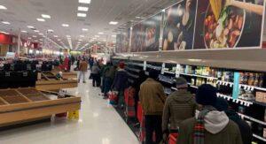 Texas: La comida y el agua empieza a agotarse en supermercados