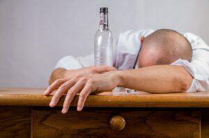 Tamaulipecos beben más alcohol durante la pandemia