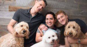 Tres hombres fueron reconocidos legalmente como papás de una bebé