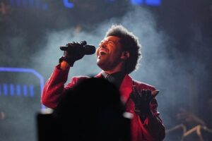 VIDEO: The Weeknd enciende el estadio del Super Bowl