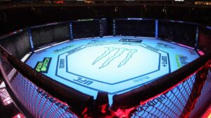 VIDEO: Por brutal rodillazo a su rival peleador pierde título de la UFC