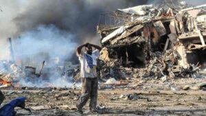 Deja 20 muertos explosion de coche bomba en Somalia