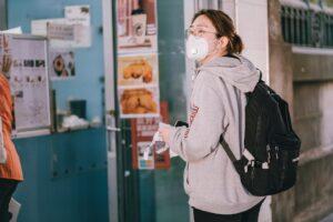 Aprueba CDC reuniones sin cubrebocas ni sana distancia para vacunados