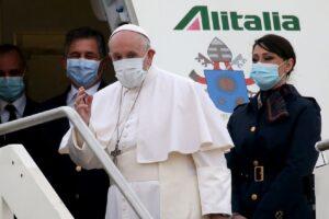 Pide Papa Francisco cese a la violencia y extremismo en visita a Irak